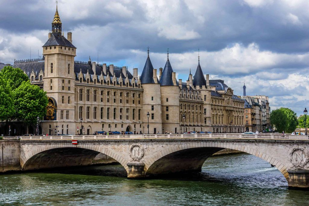 Explore France easily and affordably